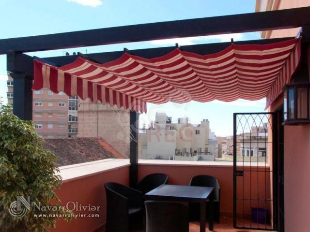 Toldos de sombraje profesionales y empresas recomendados - Pergola terraza atico ...